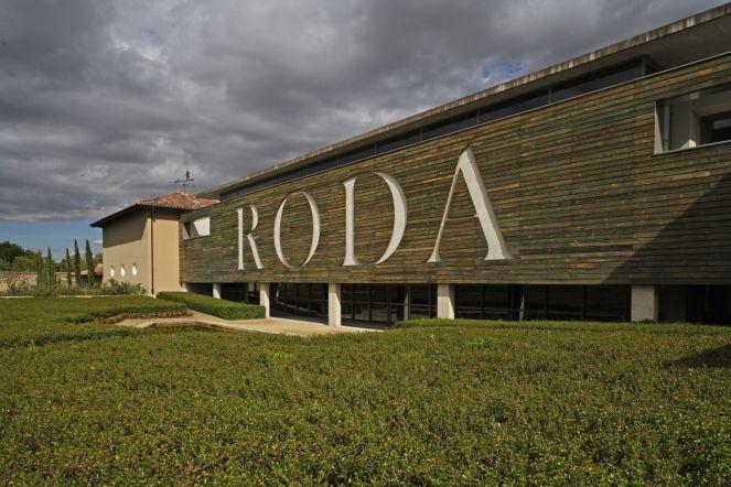 Bodegas-Roda-fachada